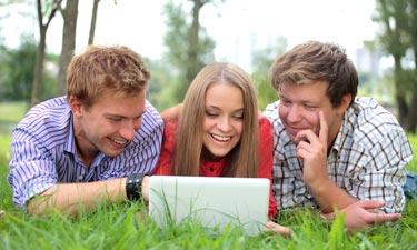 Per UMTS und LTE: Auch unterwegs mobil im Internet surfen