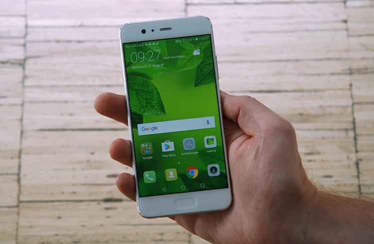 Das Huawei P10 ist kompakt und liegt gut in der Hand